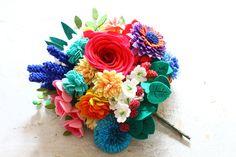 Felt Flowers, Beaded Flowers, Felt Flower Template, Felt Crafts, Diy Crafts, Crochet Toys, Crochet Things, Handmade Flowers, Corsage