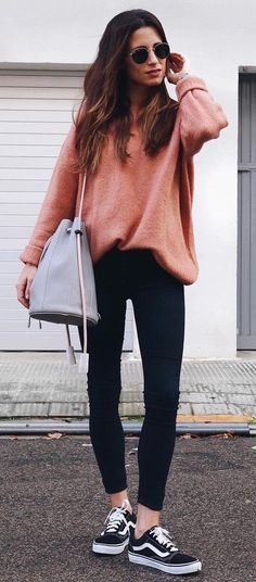 #winter #outfits / Pink Sweater // Black Skinny Jeans // Black Sneakers