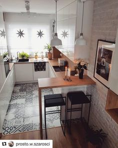 40 Best Kitchen Interior Design Ideas 2019 - Page 6 of 40 - womenselegance. com Cabinet Doors, Country Kitchen, Kitchen Decor, Dining Table, Chuck Box, Closet Doors, Diner Table, Cupboard Doors, Dining Room Table
