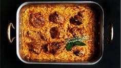 Ενα από τα κλασικά φαγητά της Κυριακής, που παλιά το έβαζαν στο ταψί με σάλτσα ντομάτα και πήγαιναν για ψήσιμο στο φούρνο της γειτονιάς. Οταν το κρέας μαλάκωνε και μέλωνε μέσα στη σάλτσα του ο φούρναρης προσέθετε το κριθαράκι και το απαραίτητο νερό. Γιουβέτσι είναι το πήλινο σκεύος που έδωσε το όνομά του σε ένα … Greek Diet, Medicinal Herbs, Evening Meals, Greek Recipes, Food Items, Cherry Tomatoes, A Food, Tasty, Stuffed Peppers