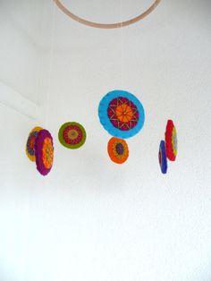 Bunte Filz Kreise Mobile  gemacht um zu bestellen von HetBovenhuis