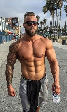 @strongliftwear Wicked shot of zacsmithfitness in Venice Beach! Zac of course took along his SLW essentials including the Grey Mid Shorts & Black Flyweight Taperback- ideal for training & casual wear Both available in a range of colours from www.strongliftwear.com