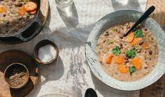 Připravte si k obědu nebo k večeři jídla, která byla s oblibou servírována už na stoly našich předků. Tradiční a chutné pokrmy budete mít hotové do 40 minut. Vyzkoušejte lepenici s trhaným uzeným masem nebo se vraťte do dětství a připomeňte si kouzlo rýžového nákypu. Tyto recepty si zamilujete. Cheeseburger Chowder, Soup, Recipes, Fine Dining, Vegetarische Rezepte, Soups, Recipies, Ripped Recipes, Recipe