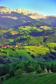 Idilic villages, Romania  Romania Photography  Доступ к сайту для информации   https://storelatina.com/romania/travelling #Rumunia #Rúmenía #Rumænien #Roemenië