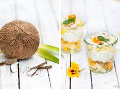 Kokosnuss zu tropischem Obstsalat
