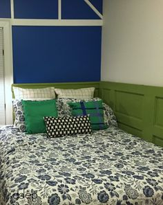 queen-size daybed in guest room - how to build a daybed from old doors - dogsdonteatpizza.com