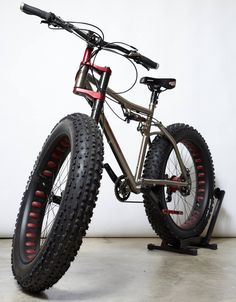 Lefty fat bike