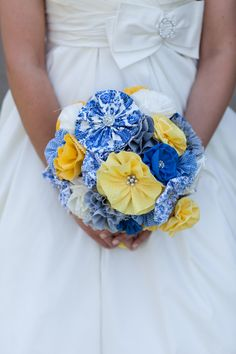 Gorgeous flower bouquet made with #fabric and #buttons