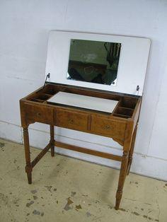 Vintage Rare Model Ethan Allen Heirloom Nutmeg Maple Pop Up Vanity Desk