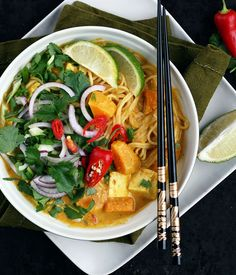 Malaysian Laksa with butternut squash and lots of fresh herbs. Thick and fragrant coconut broth is seasoned with homemade curry spice blend - by Maikin mokomin #vegan #glutenfree