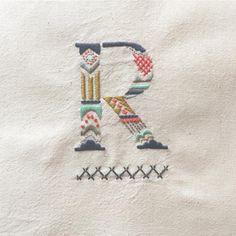 色が変わると雰囲気が変わる  オーダーしてくださるみなさん、『ゆっくりでいいですよ。身体こわさないでくださいね』 と声をかけてくださったのが、とても嬉しかった  #embroidery #handembroidery  #刺繍 #ordermade  #typography