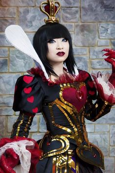 Close Up of Yaya Han Red Queen (Alice: The Madness Returns) Cosplay
