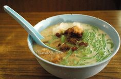 oooo....brings back memories...Chendol (Starch Noodles & Shaved Ice in Coconut Milk & Palm Sugar Syrup)