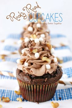 Actually this is one of the easier cupcake recipes I have done. Inspired by the famous Ice Cream, these Rocky Road Cupcakes are loaded with chocolate, walnuts, and marshmallows! Gourmet Cupcakes, Yummy Cupcakes, Cupcake Cookies, Cupcake Wars, Strawberry Cupcakes, Mocha Cupcakes, Lemon Cupcakes, Easter Cupcakes, Velvet Cupcakes