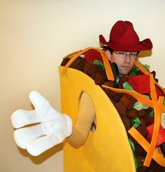Taco costume - cardboard shell, foam veggies and meat, felt cheese Awesome Costumes, Diy Halloween Costumes, Halloween Stuff, Holidays Halloween, Costume Ideas, Nacho Taco, Taco Soup, Taco Costume, Carnival Ideas