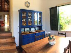 Hotely ve městě La Rambla, Španělsko. China Cabinet, Liquor Cabinet, Villa, Storage, Furniture, Home Decor, Purse Storage, Decoration Home, Chinese Cabinet