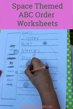 These FREE Printable ABC Order Worksheets are an easy way to help kids review their space words or terms. There are 2 different ABC order worksheets both with answer keys. The first has 10 words and covers just the solar system, the big 8 planets, sun, and moon. While the second includes the solar system and 10 other outer space terms like star, galaxy, and asteroid. 8 Planets, Space Words, Science Resources, Help Kids, Sensory Bins, Kids Education, Outer Space, Solar System, Book Lists