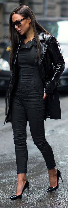 3938ca7383 Johanna Olsson is wearing a leather jacket from Guess