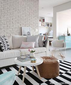 Muito charme nesse ambiente estilo escandinavo todo em P&B e toques de cores por Priscilla Dattilio Arquitetura. 📷 @marianaorsifotografia (www.inandoutdecor.com.br) #inandoutdecor #priscilladattilioarquitetura #marianaorsi