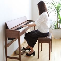 Buy a Digital piano in great price from us. Digital Piano is same as the accoustic piano. Portablity and other great features makes it more preferable as compare to the acoustic piano Pianos Peints, Piano Digital, Piano Bench, Piano Desk, Piano Table, Keyboard Piano, Minimalist Design, Modern Design, Scandinavian Furniture