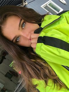 Find images and videos about girl, pretty and hair on We Heart It - the app to get lost in what you love. Pretty Eyes, Beautiful Eyes, Girl Pictures, Girl Photos, Pretty People, Beautiful People, Model Tips, Tumbrl Girls, Girl With Green Eyes