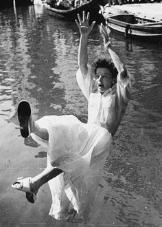 Katherine Hepburn falling into the canal in Venice ... before or after kissing Rosano Brazzi?