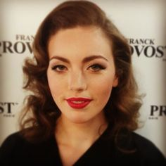 Vintage classic with a soft wing and red lip