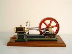 dit is de stoom machine uitgevonden door thomas newcomen en verbeterd door james watt deze vinding werd alles makkelijker in de fabrieken
