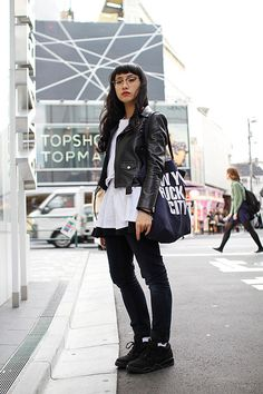 love the black and white- do it with big tee shirt for same volume, small jacket, and black converse. Asian Street Style, Tokyo Street Style, Japanese Street Fashion, Korean Fashion, Japan Street, Harajuku Fashion, Japan Fashion, Japanese Streetwear, Androgynous Fashion