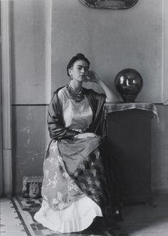 "doloresdepalabra: "" Manuel Álvarez Bravo - Frida Kahlo [1930s] Manuel Álvarez Bravo (Mexico City, February 4, 1902 - Mexico City, October 19, 2002) was Mexico's first principal artistic photographer..."