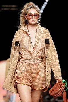 Fendi Ready To Wear Spring Summer 2020 Milan 2020 Fashion Trends, Fashion Week, Fashion 2020, Runway Fashion, Spring Fashion, High Fashion, Autumn Fashion, Fashion Outfits, Womens Fashion