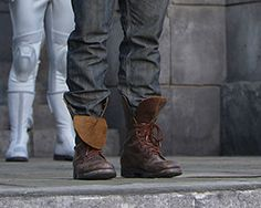 (peeta's shoes are double-knotted. *sobs*)