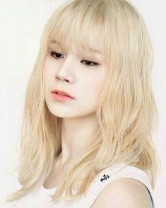 Guys And Girls, Kpop Girls, Pretty Boys, Cute Boys, Korean Girl, Asian Girl, Ong Seung Woo, Bts Girl, Bts Beautiful