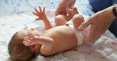 Bébé gazouille des sons incompréhensibles et amusants à entendre, mais est encore trop petit pour communiquer avec vous? Détrompez-vous! Il vous parle avec ses gestes! Écoutez-le!