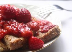 This is a family fave: Strawberry French toast. Instead of syrup, you make a sauce of vu strawberries,lemon juice and xylitol (or stevia). Phase 1 breakfast for the #FastMetabolismDiet