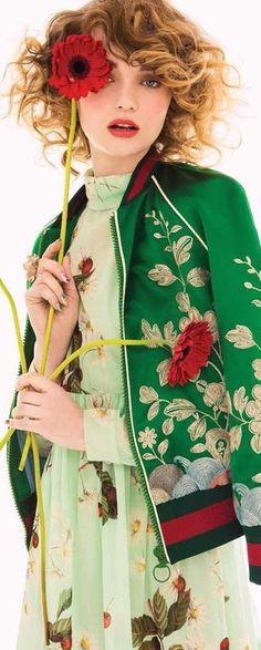 A florecer: Glamour Mexico & Latin America May 2016 by Fernando Gomez - Gucci Floral Fashion, High Fashion, Womens Fashion, Shades Of Green, Red Green, Gucci, Glamour Mexico, Mode Glamour, Editorial Fashion