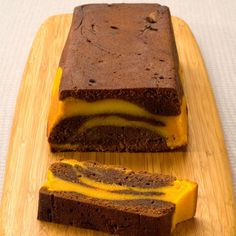 Chocolate and pumpkin cake - Recipes - Discover the recipe Chocolate and pumpkin cake on actualcooking. Pumpkin Cake Recipes, Dump Cake Recipes, Tart Recipes, Sweet Recipes, Dessert Recipes, Halloween Desserts, Love Eat, Love Food, Quinoa Lunch Recipes
