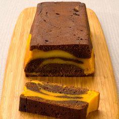 Chocolate and pumpkin cake - Recipes - Discover the recipe Chocolate and pumpkin cake on actualcooking. Pumpkin Cake Recipes, Dump Cake Recipes, Cookie Recipes, Dessert Recipes, Halloween Desserts, Chocolat Cake, Gingerbread Cake, Food Cakes, Chocolate Recipes