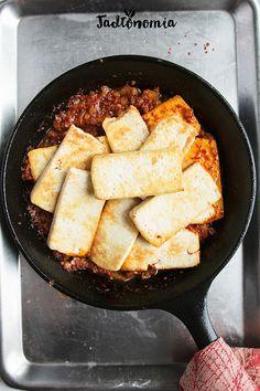 Wiem, że tofu budzi skrajne emocje. Osoby nieprzekonane do kuchni wegańskiej uważają, że jest okropne i stronią od niego jak tylko mogą; a początkujący wegetarianie oraz weganie często próbują zbyt krótko je marynować lub jeść na suro[...]