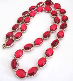 VINTAGE 80 S CHUNKY RED FACETED LUCITE GOLD TONE BEADS BEADED STATEMENT NECKLACE