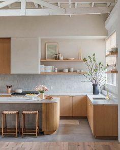 Studio Kitchen, Kitchen Room Design, Kitchen Sets, Modern Kitchen Design, Home Decor Kitchen, Interior Design Kitchen, New Kitchen, Home Kitchens, Kitchen Dining
