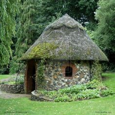 thatched roof and stone walls...lovely folly