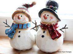 Ihr seid ja zwei süße Schneemänner, voll niedlich schaut ihr in die Kamera. ⛄⛄