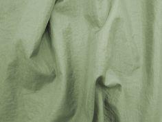 Hightech (Pinho). Tecido leve, com brilho acetinado, superfície com suave efeito de amassado. Ideal para looks festa.  Sugestão para confeccionar: vestidos de festa, saias, blusas, entre outros.