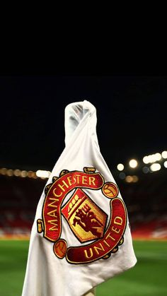Uniteds colours and contrast for the user Manchester Logo, Manchester United Stadium, Manchester United Old Trafford, Manchester United Images, Ronaldo Football, Cr7 Ronaldo, Football Team, Manchester United Wallpapers Iphone, Football Pictures
