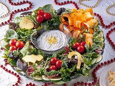 Salad Wreath If you are in charge of making the salad for a party during the Christmas season this is one you should consider. Its proof that we eat with our eyes Christmas Salad Recipes, Holiday Recipes, Christmas Foods, Christmas Cooking, Homemade Christmas, Christmas Brunch, Christmas Decor, Christmas Ideas, Merry Christmas
