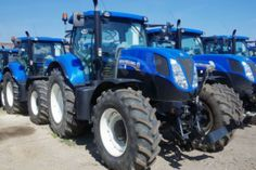 How many #NewHolland #tractors do you see? :)