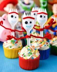 Forky Cupcakes Toy Story 4 Recipe - Cupcake Diaries Forky Cupcakes are the perfect dessert for a Toy Story 4 birthday party! They're so easy and a great way to bring that funny little spork to the party. Fête Toy Story, Toy Story Theme, Toy Story Party, Toy Story Cupcakes, Cute Cupcakes, Boys Cupcakes, Toy Story Cookies, Manualidades Toy Story, 4th Birthday Parties