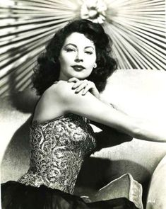 Picture of Ava Gardner Old Hollywood Glamour, Golden Age Of Hollywood, Vintage Glamour, Vintage Hollywood, Hollywood Stars, Classic Hollywood, Ava Gardner, Jean Harlow, Rita Hayworth