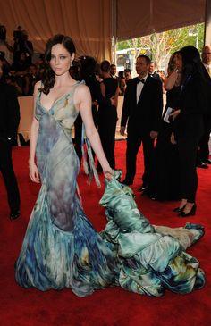 Pin for Later: Les 100 (et Plus) Plus Belles Robes Jamais Vues au Met Gala Coco Rocha En Zac Posen en 2010.